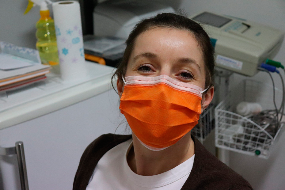Image of a nurse sporting an orange surgical mask
